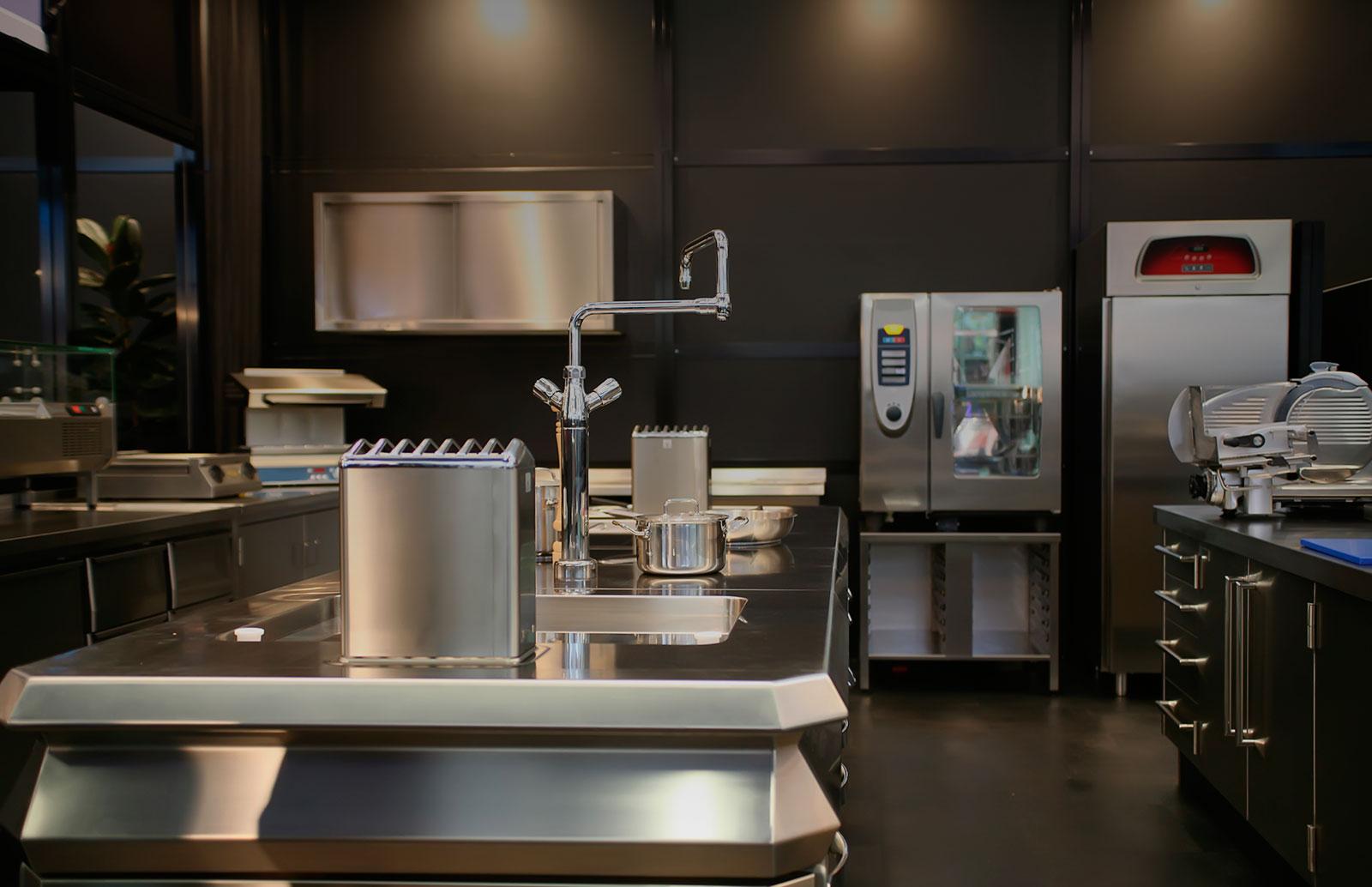 Maquinaria de hosteler a cocina industrial e for Ver cocinas industriales